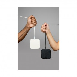catch 1 wireless charger bone black courant lifestyle 2